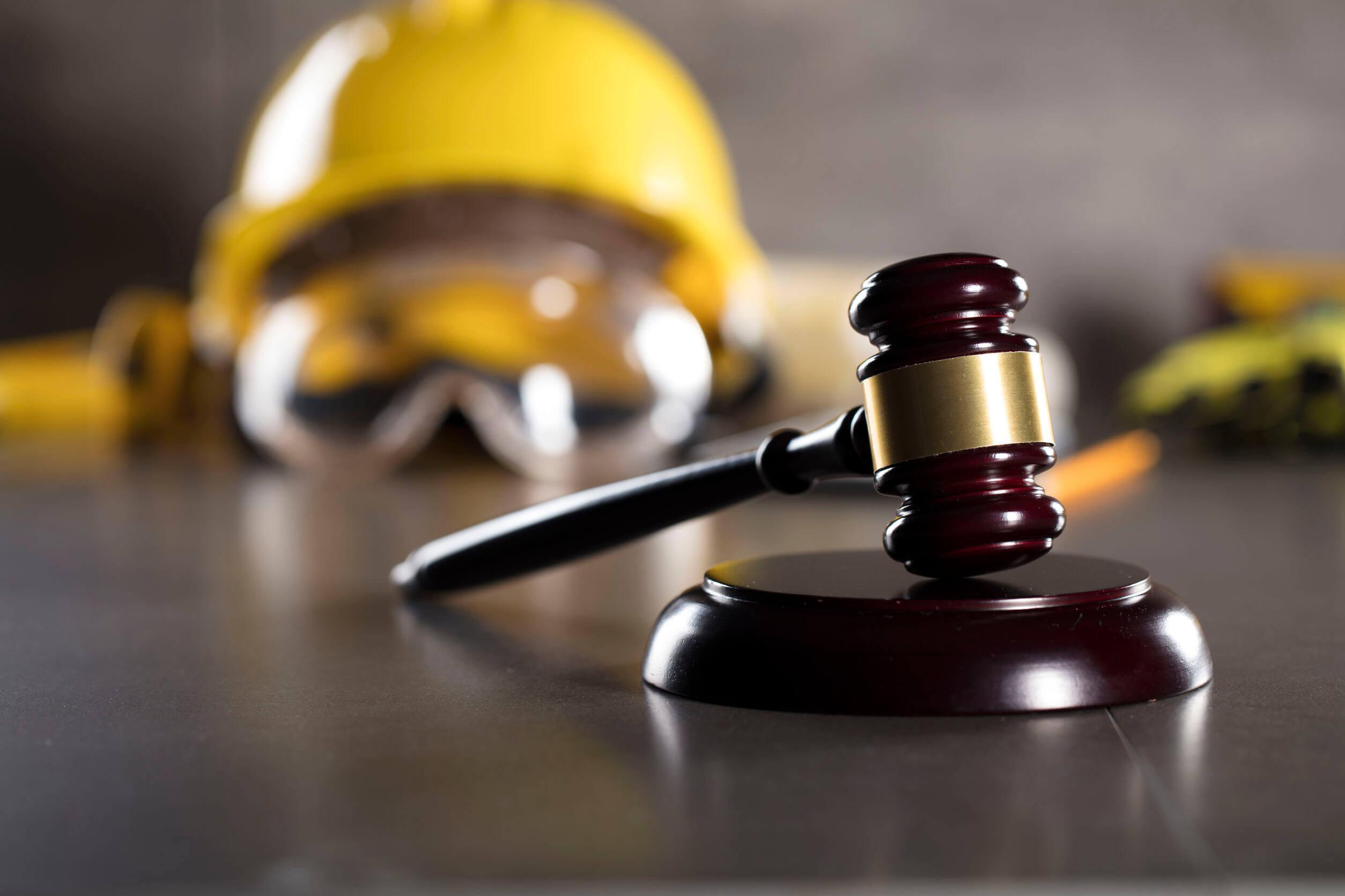 Dreptul muncii – poate angajatorul să mă oblige să mă testez sau să îmi restricționeze accesul la locul de muncă?
